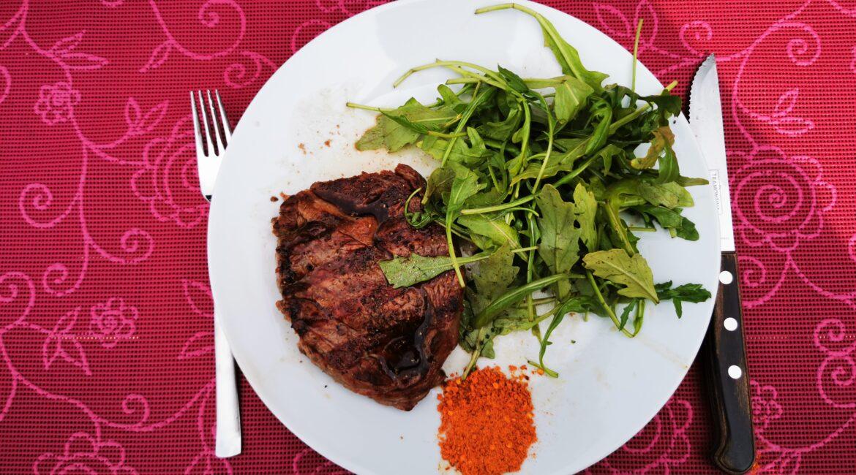 www.stoffwechsel-optimierung.eu - Steak mit Rucola-Salat